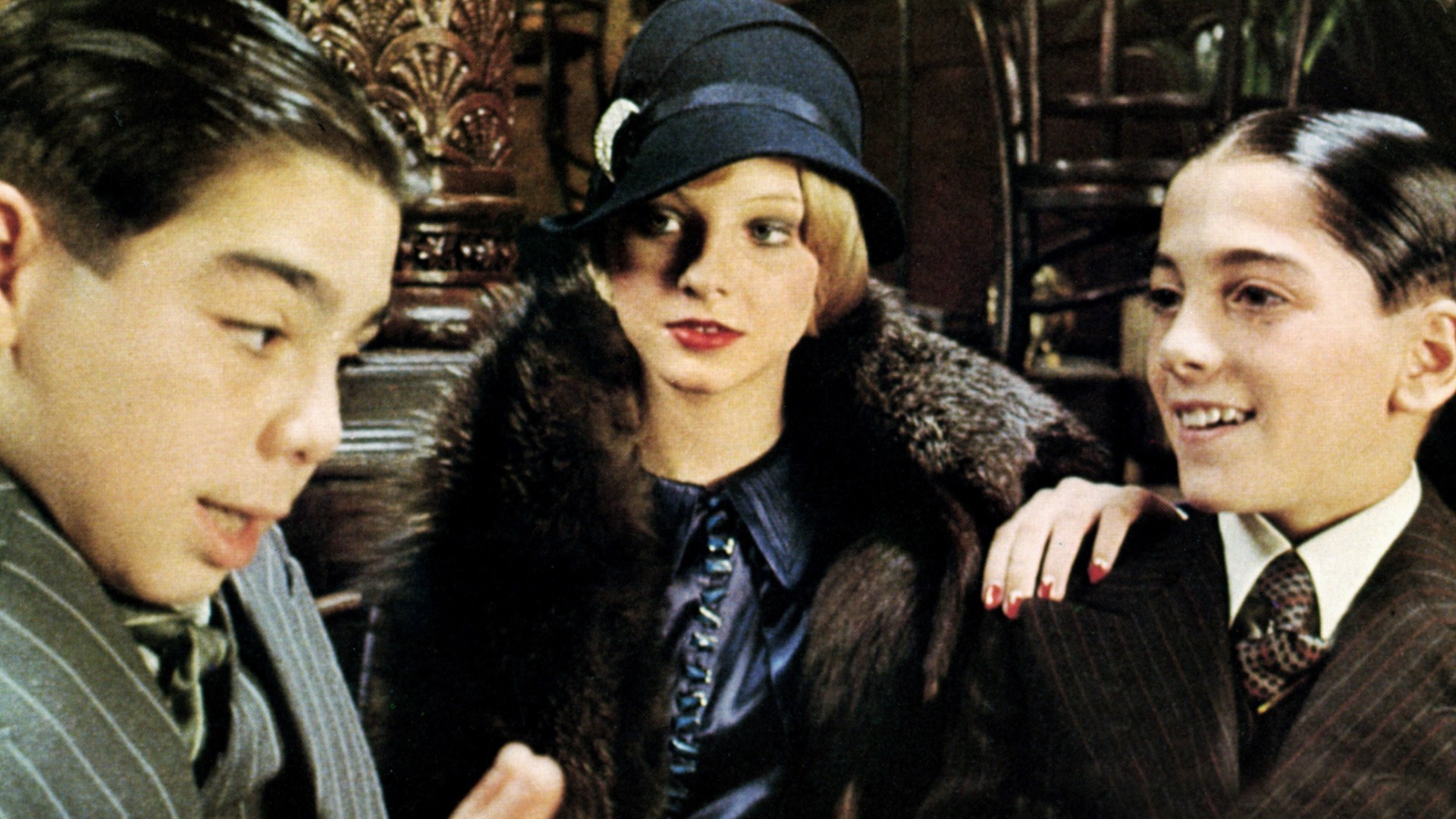 JOHN CASSISI, JODIE FOSTER & SCOTT BAIO Film 'BUGSY MALONE' (1976) Directed By ALAN PARKER 15 September 1976 SSH30317 Allstar Collection/TRISTAR **WARNING** This photograph can only be reproduced by publications in conjunction with the promotion of the above film. For Editorial Use Only